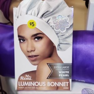 White Luminous Bonnet